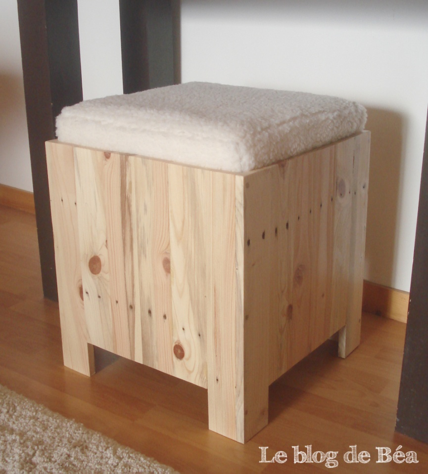 diy tabouret coffre en bois de palette homeserve. Black Bedroom Furniture Sets. Home Design Ideas